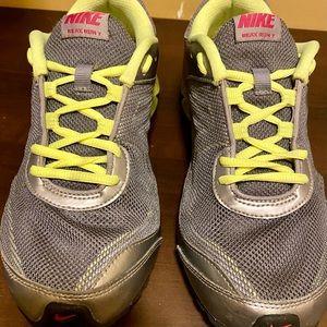Nike Reax Run 7 Women's Shoe. Size 8.